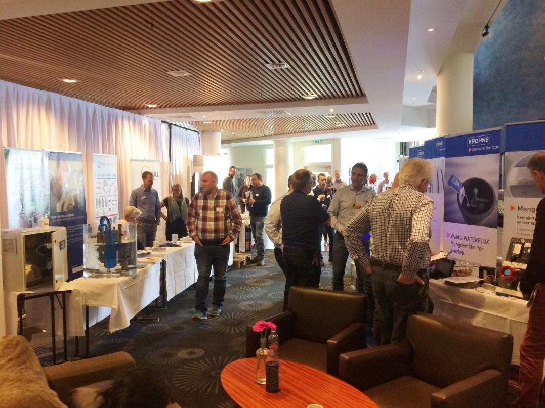 Det var stor interesse for utstillingen, som ble arrangert i tilknytning til konferanselokalene.
