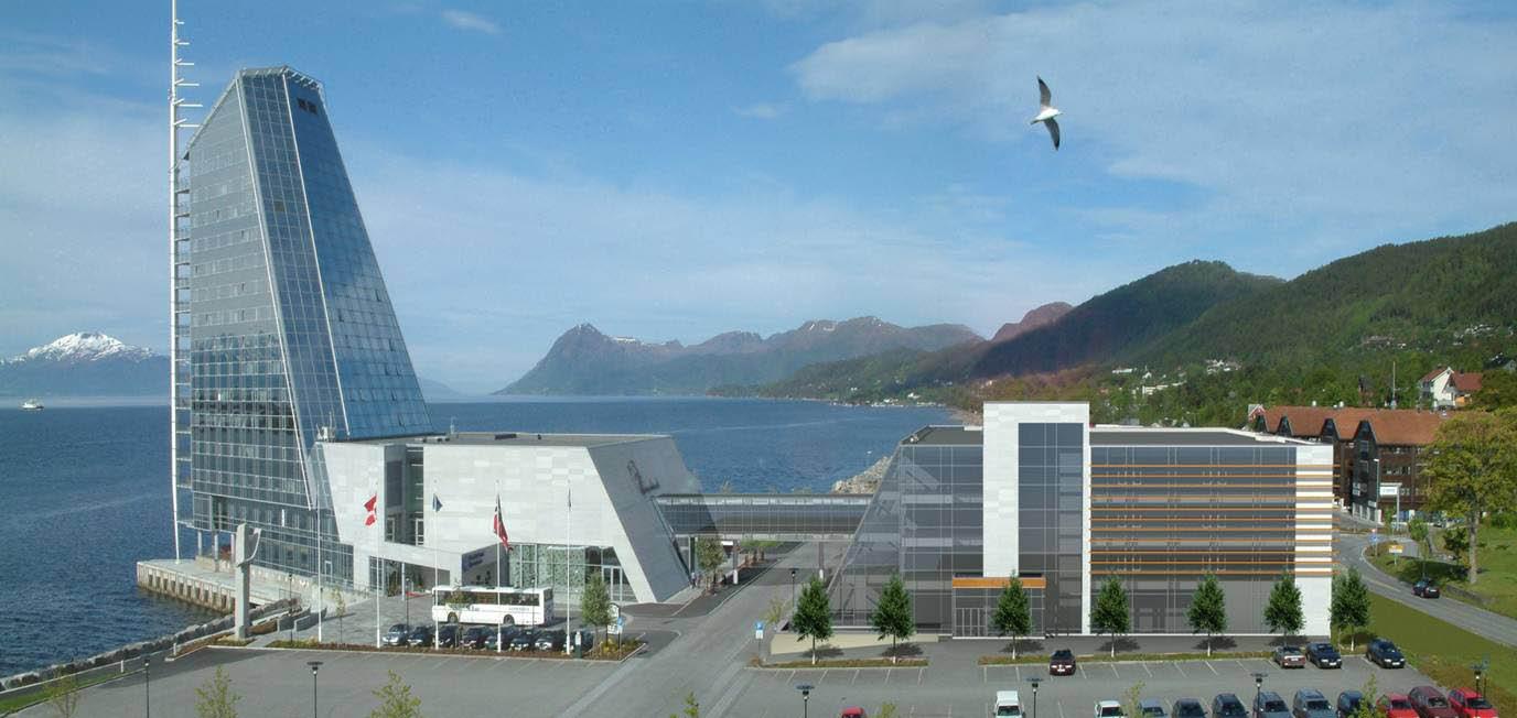 Scandic Seilet, som ligger i Molde sentrum, er 16 etasjer høgt og er bygget delvis ut i Romsdalsfjorden. Fra hotellet er det en spektakulær utsikt mot Moldepanoramaet med sine 222 fjelltopper.